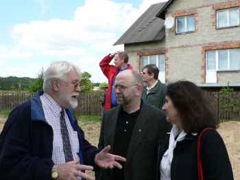 Professor Benfield in discussion with Antoni Cywinski